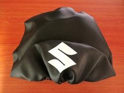 istuimen päällinen Suzuki PV50 - hiilikuitu/musta ( S logolla )
