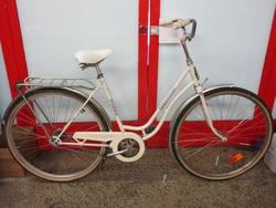 """Terässiipi Titania 28"""" polkupyörä - valkoinen ( 1-vaihteinen )"""