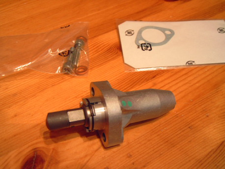 nokkaketjun kiristin - Honda CBR1100XX ´97-04