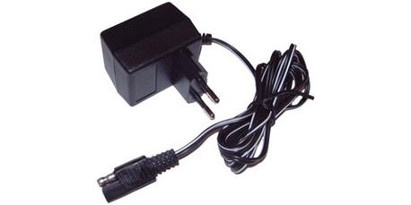 akkulaturi - 12v-100mA ( sähköstartillisiin ruohonleikkureihin )
