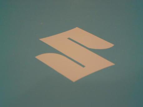 tarra Suzuki logo, valkoinen