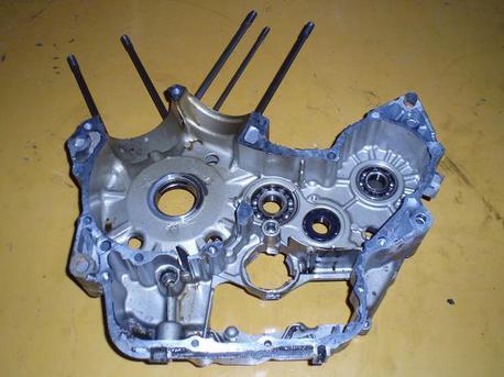 moottorin lohko, oikea, NTV650 Revere